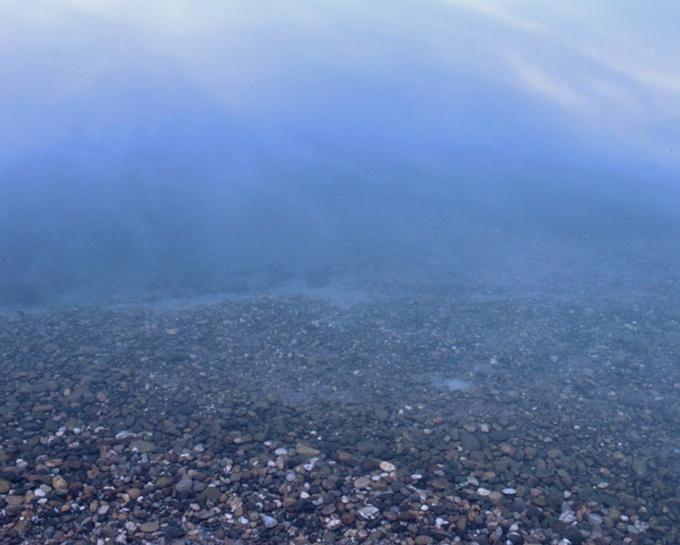 Nuages reflétés dans l'eau